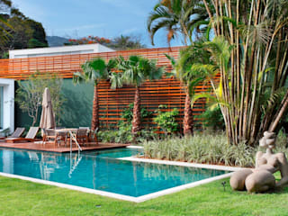 Tropical style garden by Landscape Paisagismo Tropical