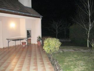 Terrasse et aménagement piscine:  de style  par AD2