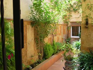 Balcone, Veranda & Terrazza in stile mediterraneo di Vicente Galve Studio Mediterraneo
