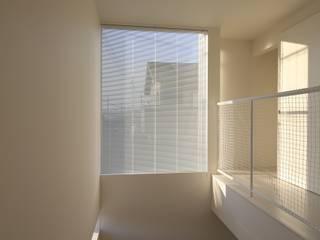 Moderne gangen, hallen & trappenhuizen van C-design吉内建築アトリエ Modern