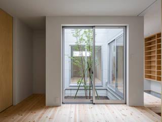 Chambre minimaliste par 萩原健治建築研究所 Minimaliste