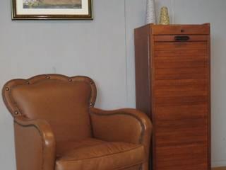 Jaren 50 rolluikkast PTT/ lederen fauteuil 40/50 jaren:   door Werkplaats69