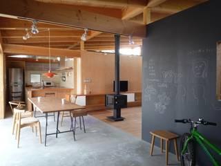 土間のダイニング|mat house: KAZ建築研究室が手掛けたダイニングです。