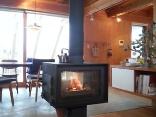 薪ストーブ|mat house オリジナルデザインの リビング の KAZ建築研究室 オリジナル