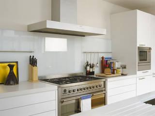 Cucina in stile in stile Moderno di Space Alchemy Ltd