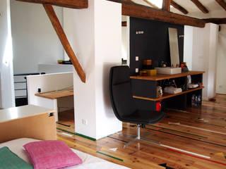 CREATION D'UN LOFT: Chambre de style de style Moderne par Emilie POTIER