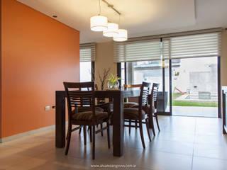 Dining room by Estudio Alvarez Angiono, Modern
