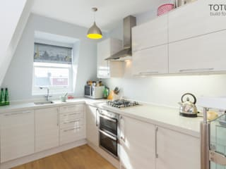 Loft conversion and house remodelling in Wimbledon TOTUS Modern style kitchen
