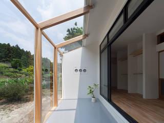 1階 サンルーム: 松本勇介建築設計事務所 / Office of Yuusuke MATSUMOTOが手掛けたです。