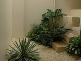 アアキ前田 株式会社 Eclectic style gardens