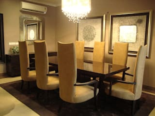 RESIDENCE OF MR.GAUR, GREATER NOIDA FOYER INTERIORS Dining roomTables
