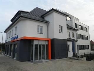 Vorher-Nachher: Wohn- und Geschäftshaus in Korbach: modern  von Koza & Zimmermann GmbH & Co. KG,Modern