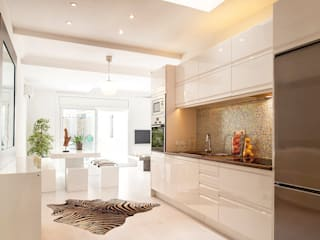 Markham Stagers Minimalist kitchen White