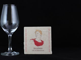 Sous-verre Juliénas:  de style  par Lézard de la table by mrs frog design