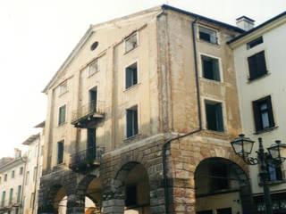 Ristrutturazione nel centro storico di Vicenza:  in stile  di ALBANO PASSARIN E MARINA MARZOTTO ARCHITETTI ASSOCIATI