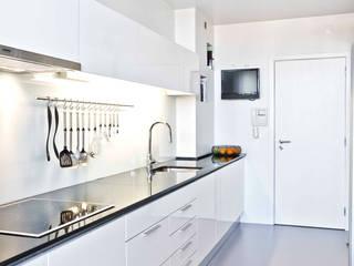 DEPOIS - Cozinha: Cozinhas  por Germano de Castro Pinheiro, Lda