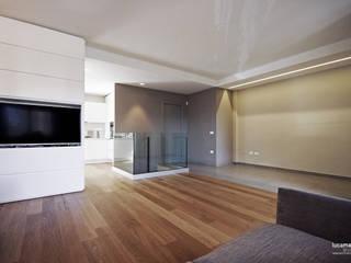 Salones de estilo moderno de Luca Mancini | Architetto Moderno