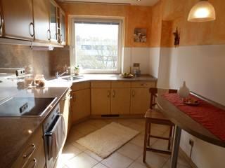 3-ZKB Wohnung in Bonn: mediterrane Küche von Personal Home Staging