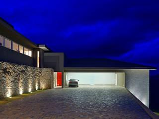 Nhà phong cách chiết trung bởi Lage Caporali Arquitetas Associadas Chiết trung