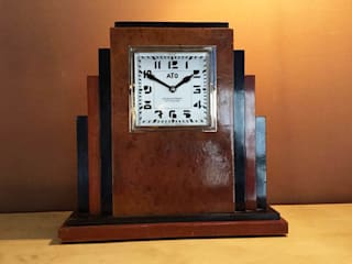​Orologio da tavolo Table clock:  in stile  di Galleria Michel Leo