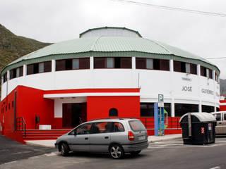 fachada exterior acceso ahora:  de estilo  de jjArquitectos