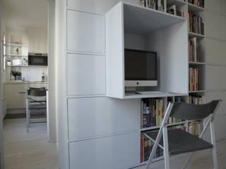 Aménagement sur-mesure d'un appartement parisien L'Atelier de la Menuisière Bureau moderne