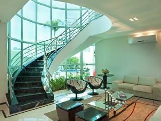 Ruang Keluarga Modern Oleh Arquiteto Aquiles Nícolas Kílaris Modern
