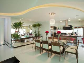 Ruang Makan Modern Oleh Arquiteto Aquiles Nícolas Kílaris Modern