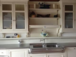 Villa monofamiliare: Cucina in stile in stile Moderno di Annalisa Tinelli Architetto