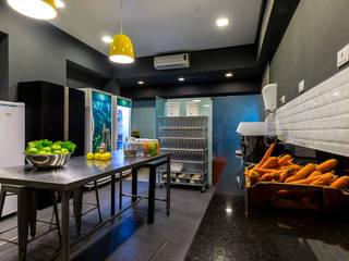 Cozinha fria industrial Lojas & Imóveis comerciais industriais por Tony Jordão arquitetura e interiores Industrial