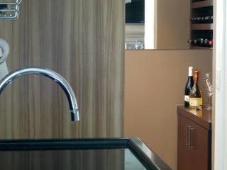 Adega integrada a cozinha/espaço gourmet: Cozinhas  por Flavia Caldeira Bruno Arquitetura e Interiores