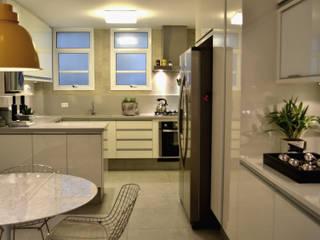 Projekty,  Kuchnia zaprojektowane przez Helô Marques Associados,