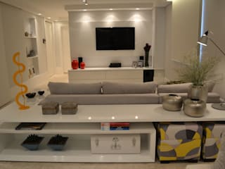 Salas multimédia minimalistas por Helô Marques Associados Minimalista