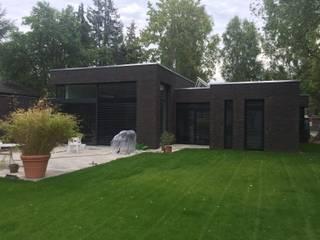 現代房屋設計點子、靈感 & 圖片 根據 Massivhaus - BB - Bau GmbH 現代風
