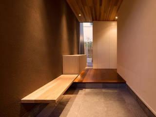 羽根の家: 笹野空間設計が手掛けた廊下 & 玄関です。