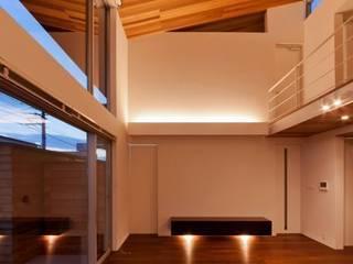羽根の家 モダンデザインの リビング の 有限会社笹野空間設計 モダン