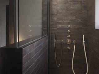 Baños de estilo moderno de atelierschiefer GmbH Moderno