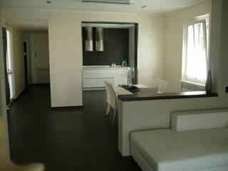Appartamento Black and white: Sala da pranzo in stile  di Alessandro Jurcovich Architetto