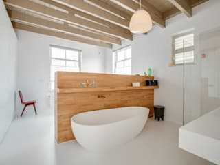 Restauratie en verbouw van voormalig Gemeentehuis Oudenrijn, De Meern Moderne badkamers van op ten noort blijdenstein architecten Modern