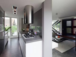 Cucina moderna di MEF Architect Moderno