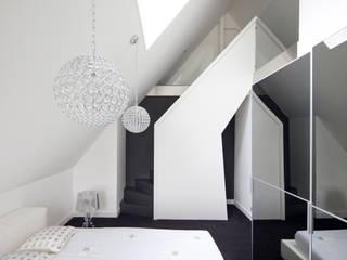 Slaapkamer:  Slaapkamer door MEF Architect