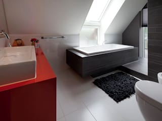 Bagno moderno di MEF Architect Moderno