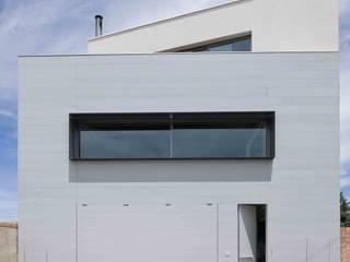 Casa G+P Casas de estilo industrial de Estudi.Alfred Garcia Gotós Industrial