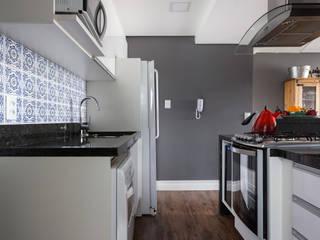 Apartamento LPGC Cozinhas modernas por Juliana Damasio Arquitetura Moderno