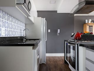 Kitchen by Juliana Damasio Arquitetura