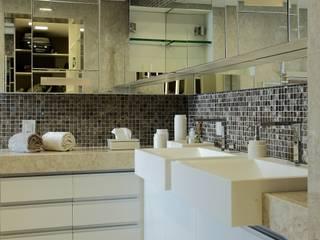APARTAMENTO 300m2 - CASA FORTE- RECIFE-PE: Banheiros  por ROMERO DUARTE & ARQUITETOS ,Moderno