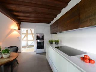 Küchen: moderne Küche von Küche direkt Küchenwerkstatt e.K.
