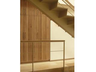 Haus am Schwielowsee:  Flur & Diele von wolff:architekten
