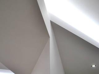 PiVu house: Sala multimediale in stile  di Salvatore Nigrelli Architetto