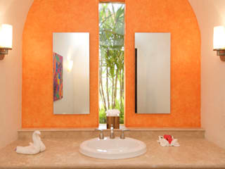 Tropical style bathrooms by BR ARQUITECTOS Tropical